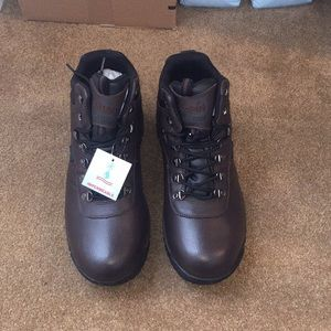 Propet Men's work boot size 13E(xx) extra wide.